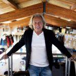 Blauer corre con negozi e collaborazioni