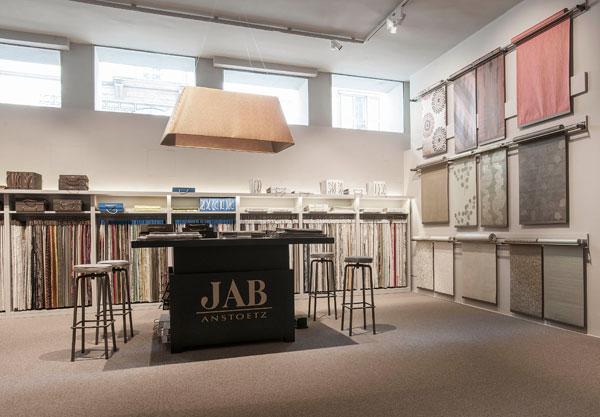 jab anstoetz una library tessile nel centro di milano pambianco design pambianco design. Black Bedroom Furniture Sets. Home Design Ideas