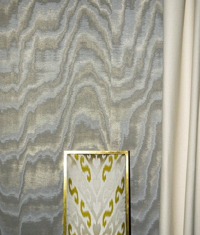 La luce del metallo per i wallcoverings di Dedar