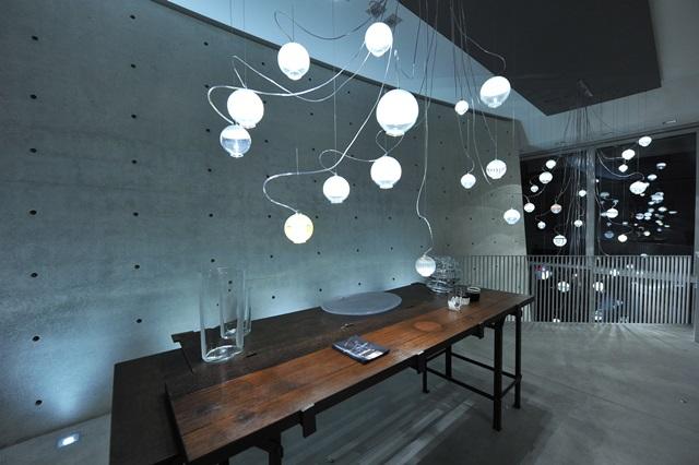 Carlo moretti illumina la milano design week u pambianco design