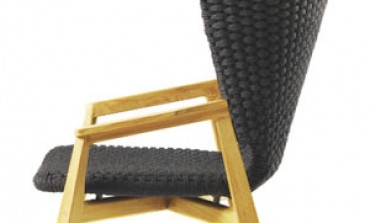 Ethimo si accomoda sulla lounge chair high back