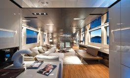 La firma dei brand naviga sui mega yacht