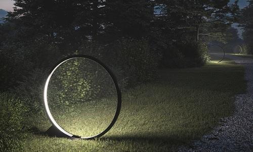 Artemide illumina in armonia la natura con i dischi 'O'