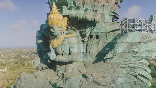 Il mosaico di Sicis a Bali per la Statua Garuda
