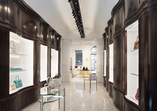 Delvaux apre a Milano la prima boutique italiana
