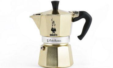 Moka Bialetti, la regina del caffè si veste di oro